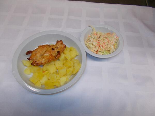 Sült csirkemellfilé Coleslaw salátával